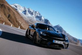 Porsche cayman gt4 rs 7